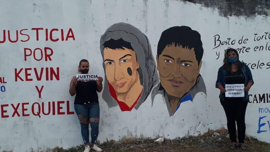 En un mural en el barrio Laguna Seca de Corrientes piden Justicia por Exequiel García y Kevin Candia Andrea de los Reyes